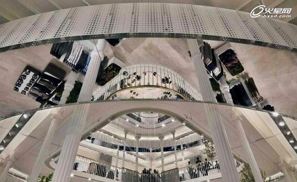 大气欧式建筑!罗马zara旗舰店橱窗设计